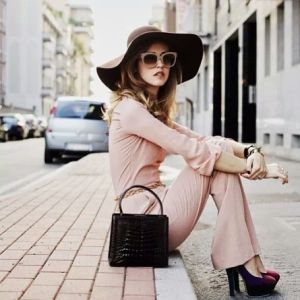 Wide brim hat and platform shoes